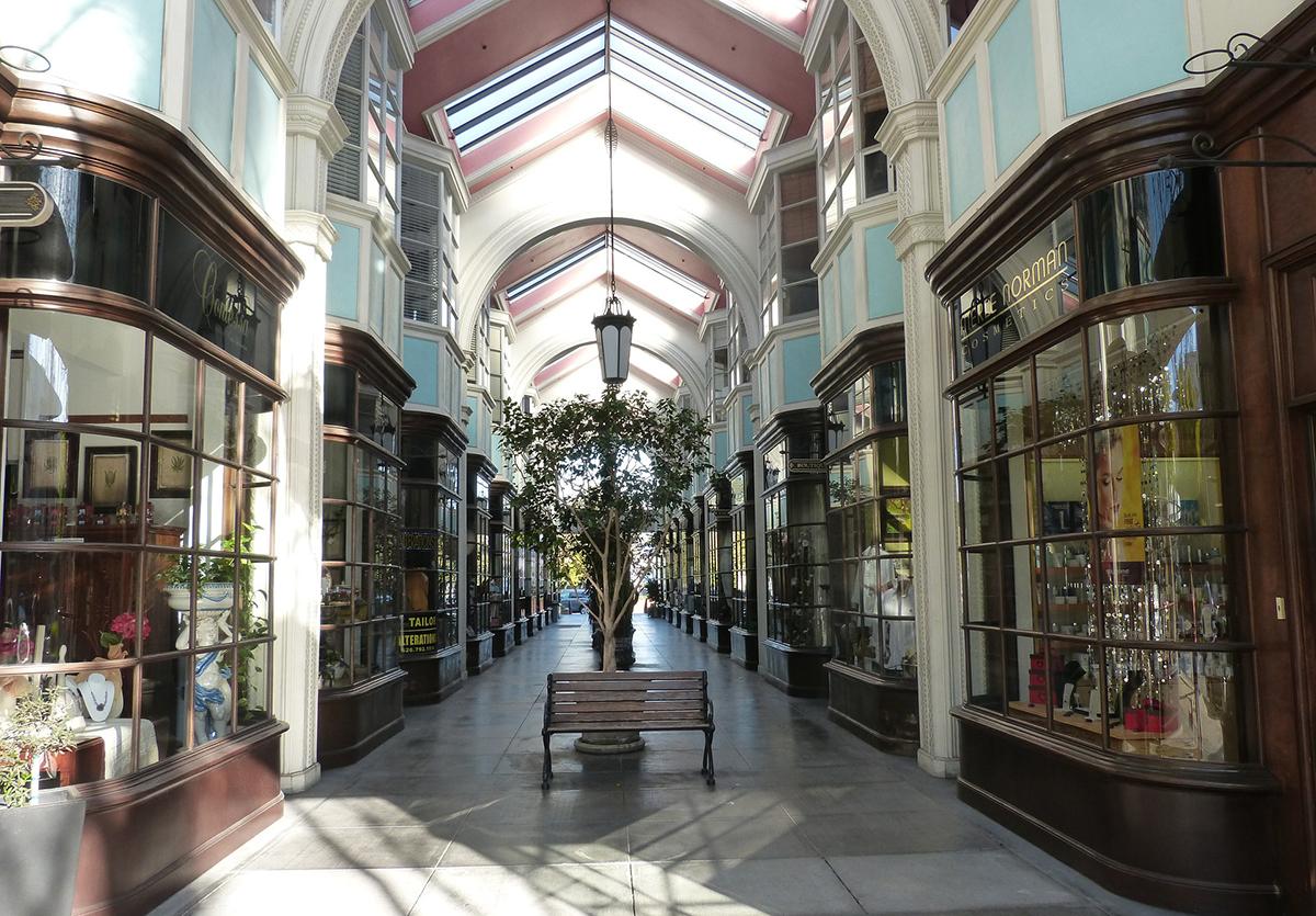 shopping-arcade-1214815_1920