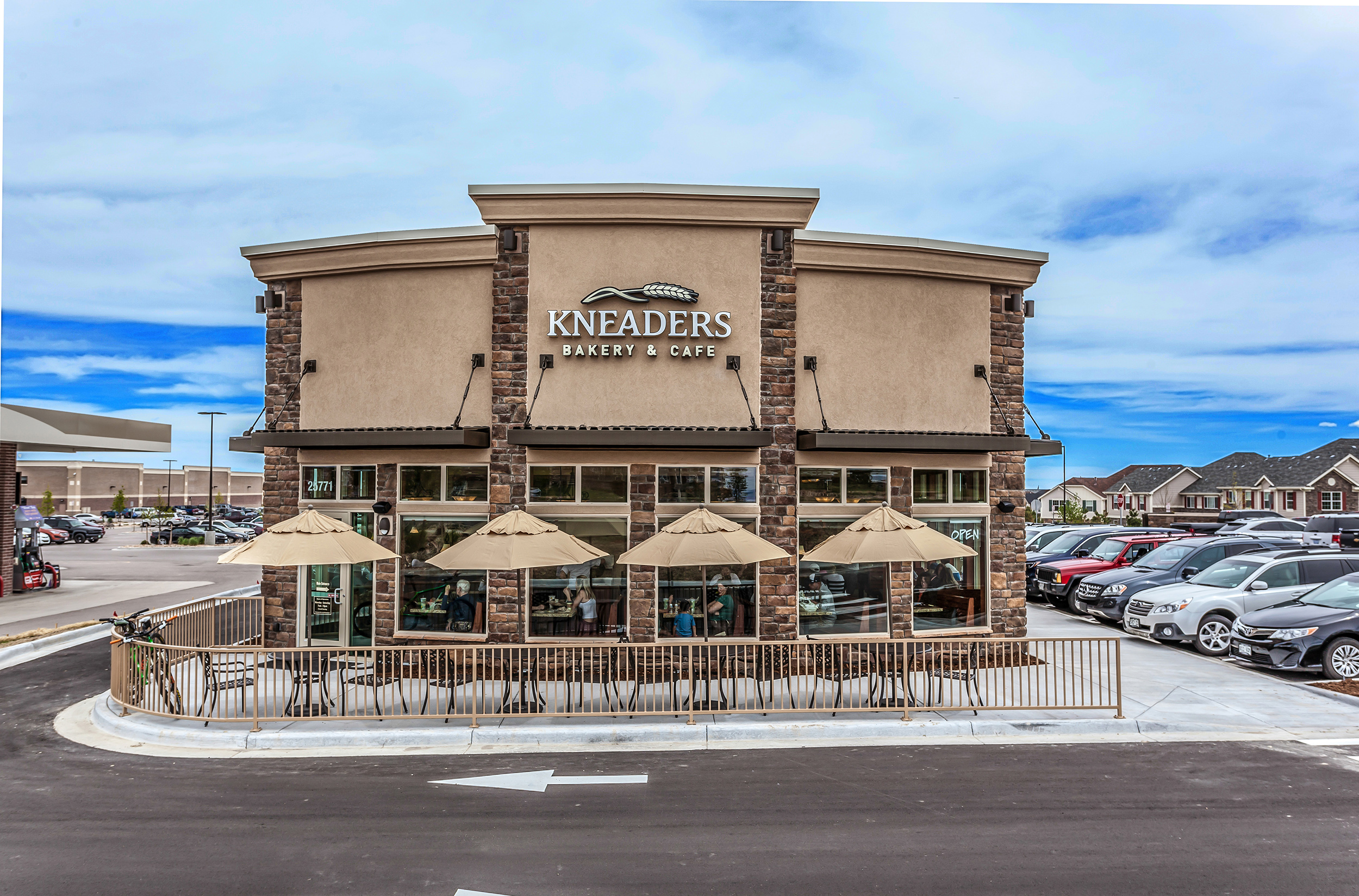 CBRE Retail_kneaders_Aurora CO