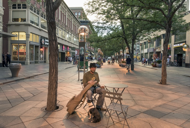 Musician_Donavon_Cline_and_his_adoring_dog_Boston_in_the_mile-long_16th_Street_mainly_pedestrian_mall_in_downtown_Denver,_Colorado_LCCN2015633441.tif